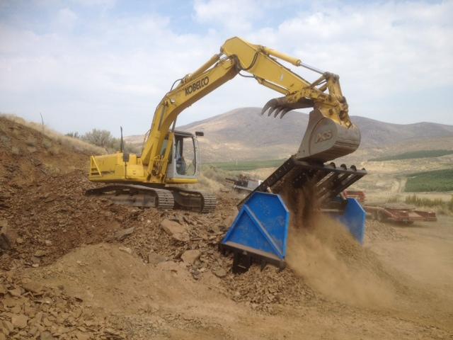 Gravel screeners topsoil rock dirt screeners by omh for Topsoil screener